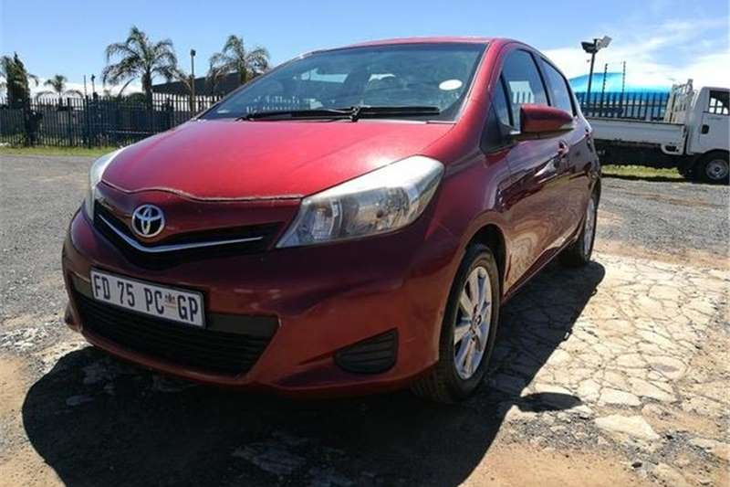 Toyota Yaris 5 Door 1.0 XR 2012