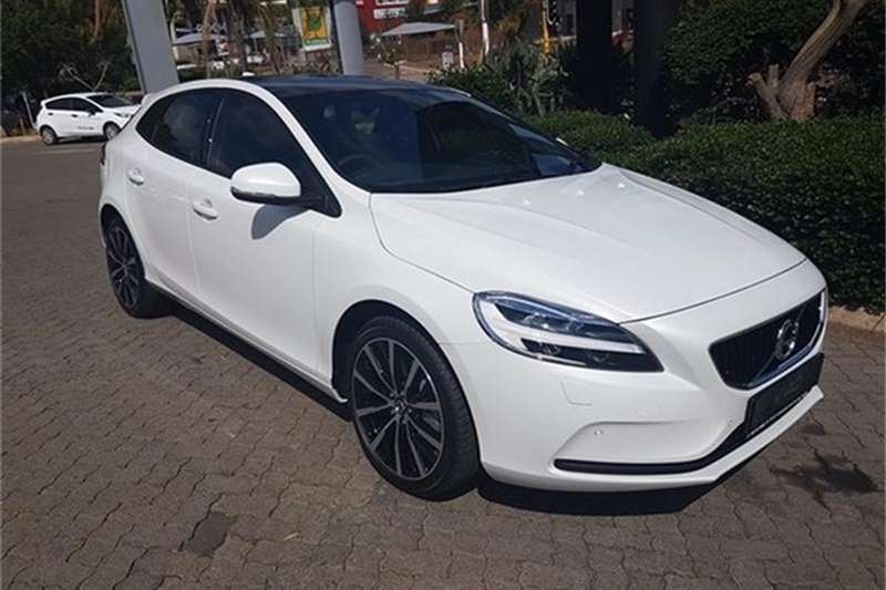2018 volvo v40 d3 momentum hatchback diesel fwd automatic cars for sale in north west. Black Bedroom Furniture Sets. Home Design Ideas