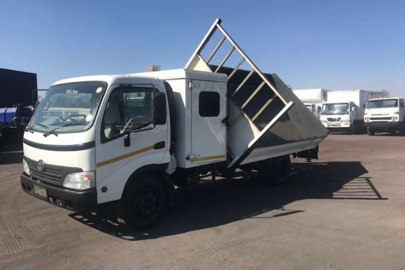 Toyota DYNA 6-105 DROPSIDE WITH SIDE TIPPER AND CRANE