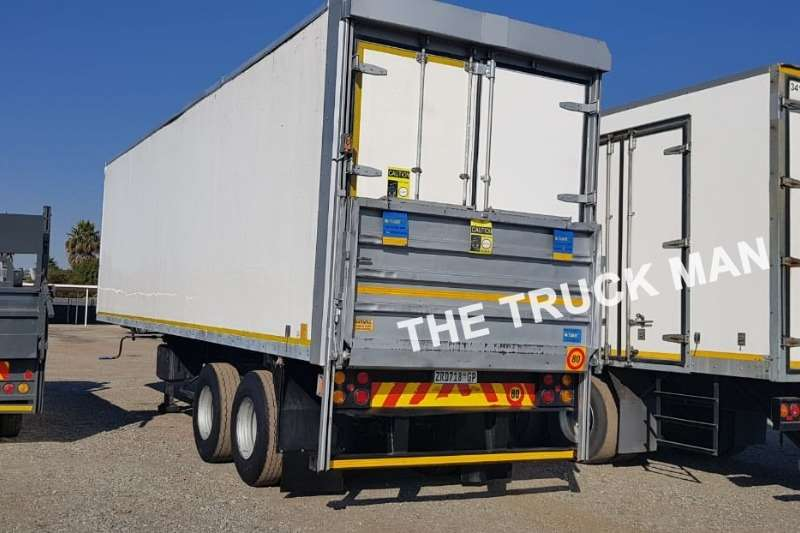 Henred 2 AXLE DRY FREIGHT WITH TAIL LIFT