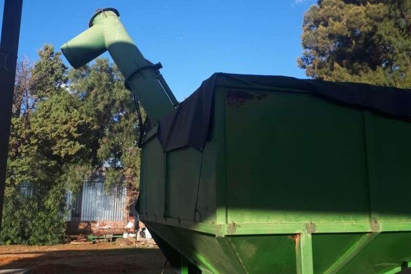 Grain trailers 12 Ton Tapkar .In Baie goeie toestand. Prys R 130 Agricultural trailers