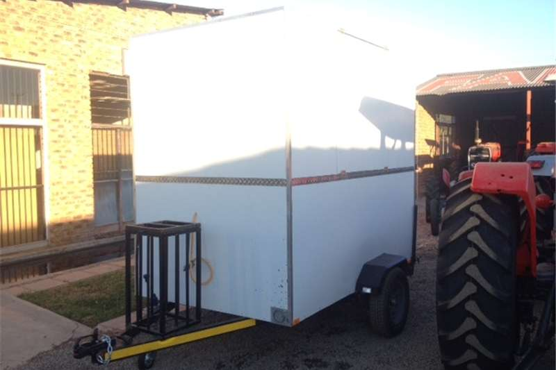 Agricultural Trailers Other Agricultural Trailers S3108 White U Make Fast Food Trailer / Kitskos Wa