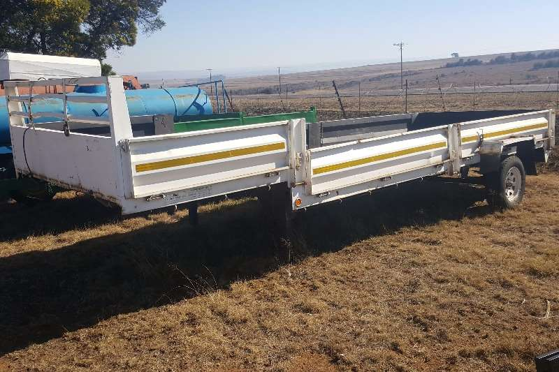 Other agricultural trailers white trailer with registration papers Agricultural trailers