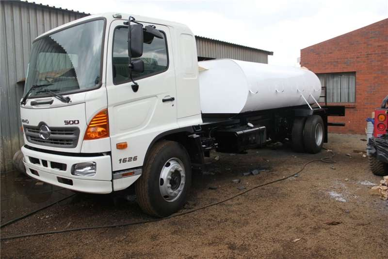 8723eb0f23 3000L new water tanker trailer Water trailers Agricultural trailers ...