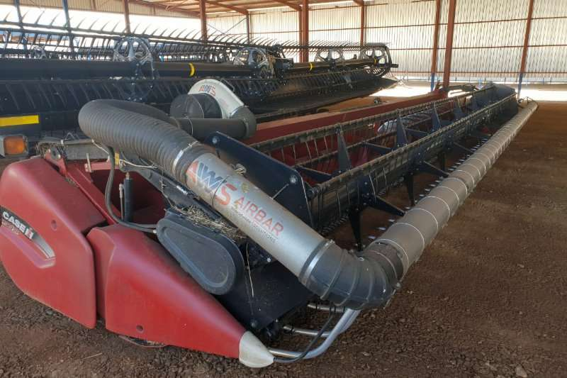 Case Combine Harvesters and Harvesting Equipment Case 3020 35ft header with air real