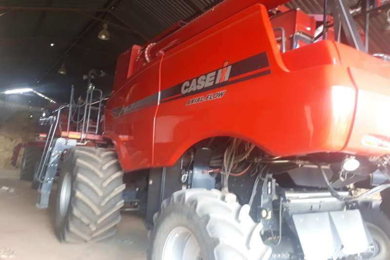 Case Case 7120 Combine harvesters and harvesting equipment