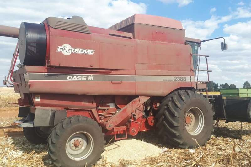 Case Combine Harvesters and Harvesting Equipment Grain Harvesters Case 2388 2005