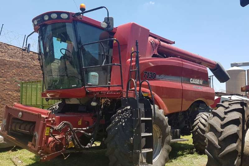 Case Combine Harvesters and Harvesting Equipment Grain Harvesters Case 7130 2013