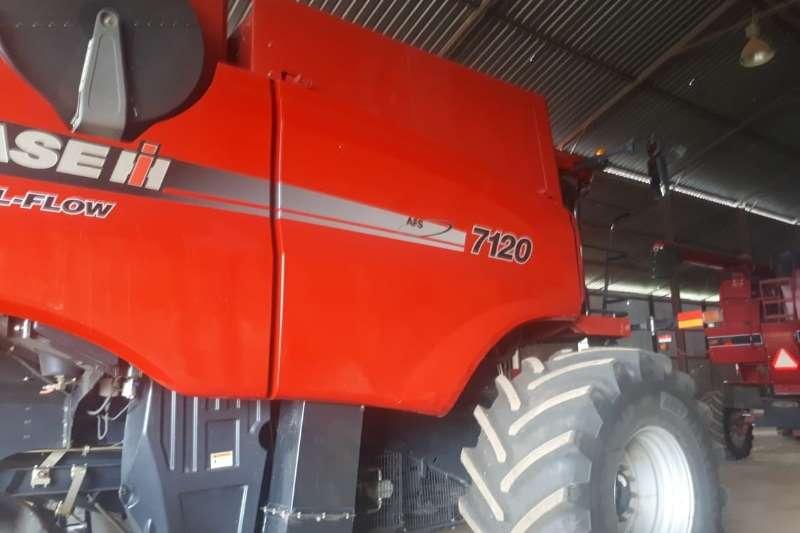 Case Grain harvesters Case IH 7120 Combine harvesters and harvesting equipment