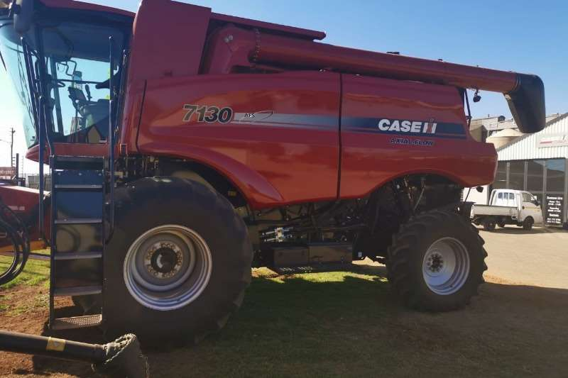 Case Grain harvesters Case IH 7130 4WD Combine harvesters and harvesting equipment