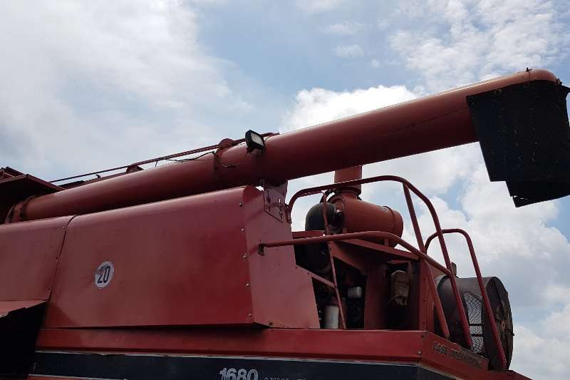 Case Grain harvesters Case1680E Combine harvesters and harvesting equipment