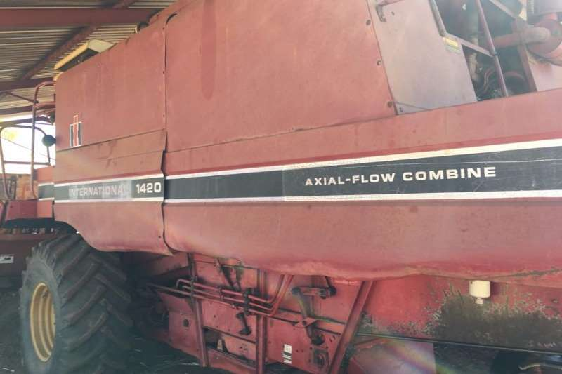 Case Combine Harvesters and Harvesting Equipment Maize Heads Case IH 1420