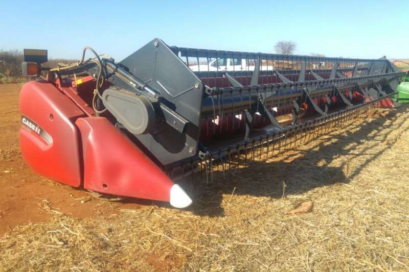 Case Combine Harvesters and Harvesting Equipment Other Heads Case 3020 30ft TerraFlex 2015
