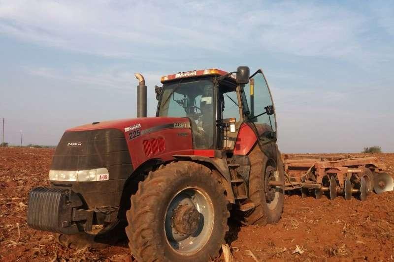 Case Four wheel drive tractors Case Magnum 225 Cab Tractors