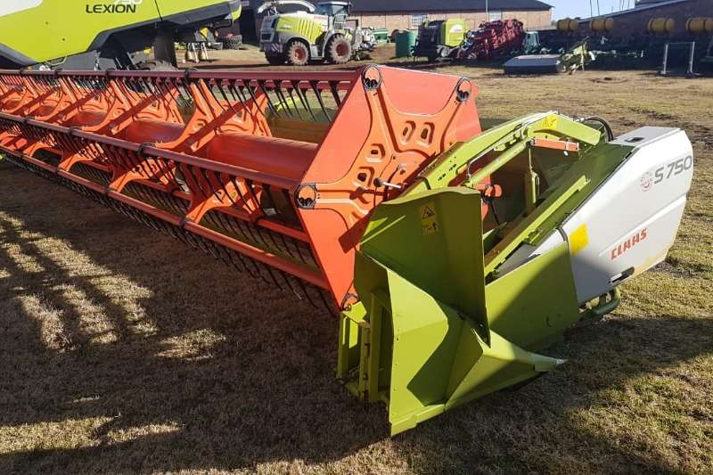 Claas Grain harvesters Claas S 750 Combine harvesters and harvesting equipment