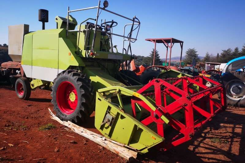 Claas Combine Harvesters and Harvesting Equipment Wheat Heads Claas crop Tiger Harvester