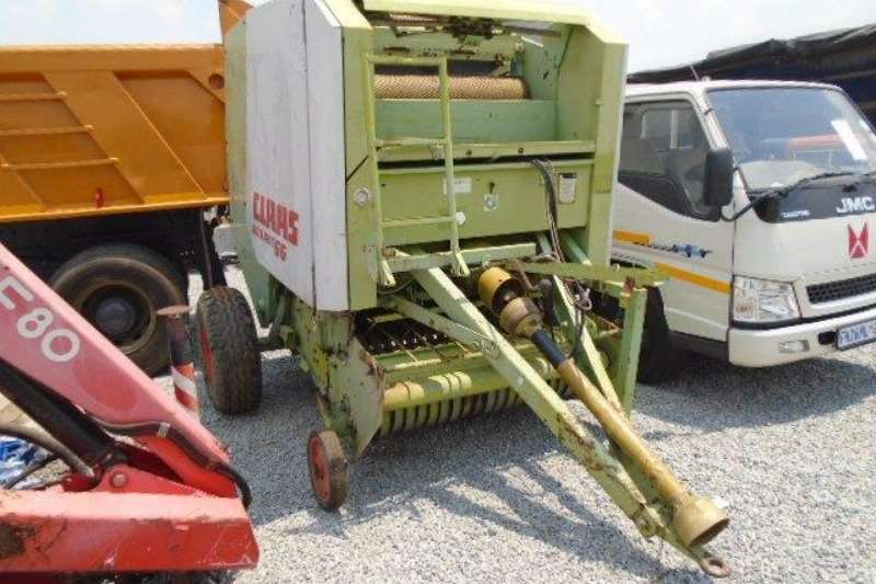Claas Hay and Forage Rollant 66 Bailer