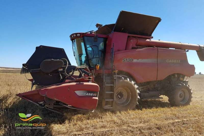 Combine Harvesters and Harvesting Equipment Case Grain Harvesters Case 5130 + Case 2020 2013