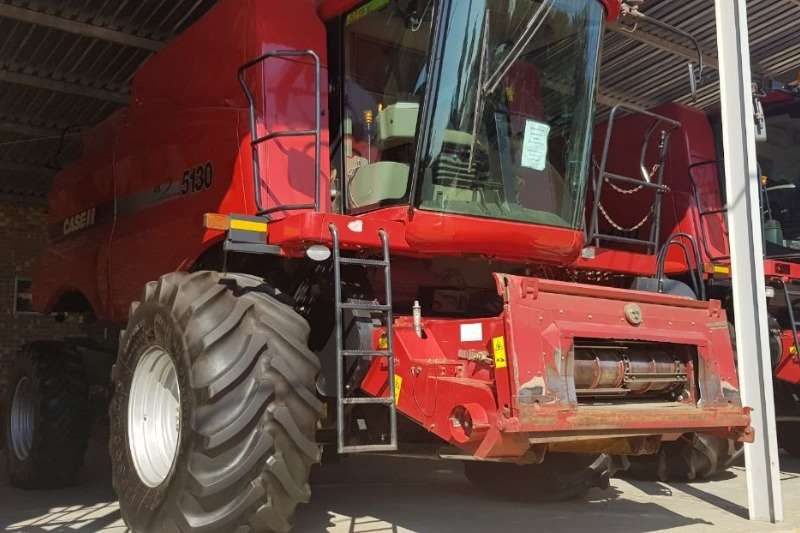 Case Grain harvesters Case 5130's Combine harvesters and harvesting equipment