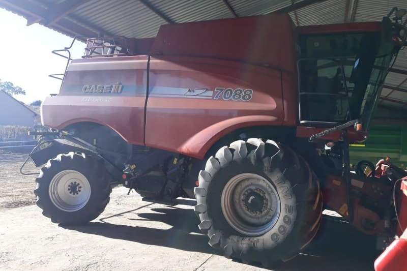 Case Grain harvesters Case 7088 + Case 3020 Combine harvesters and harvesting equipment