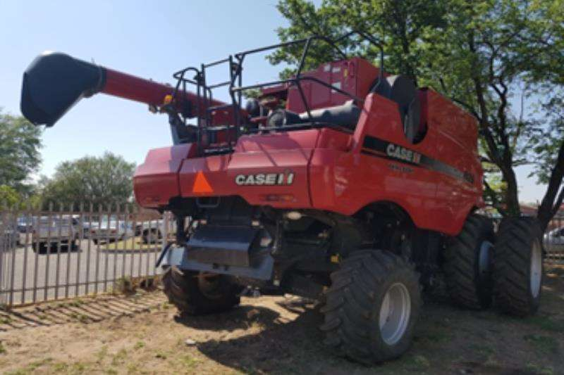 Combine Harvesters and Harvesting Equipment Case International 120Acy 2011