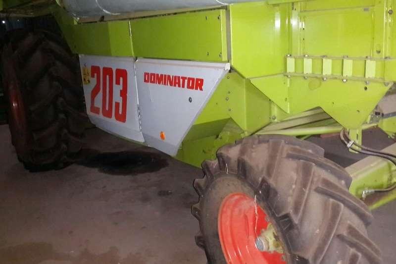 Claas Grain harvesters Claas Mega 203 Dominator . Hy het 4884 ure op. Bea Combine harvesters and harvesting equipment