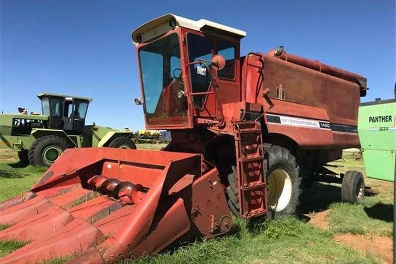 Forage harvesters 1420 Case/International Stroper. Combine harvesters and harvesting equipment