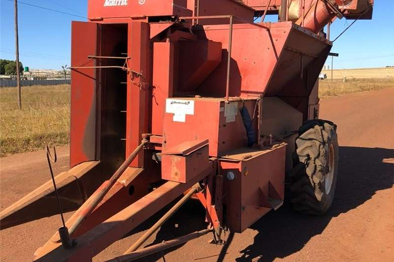 Grain harvesters Agritech 172 Enkelry Stroper Combine harvesters and harvesting equipment