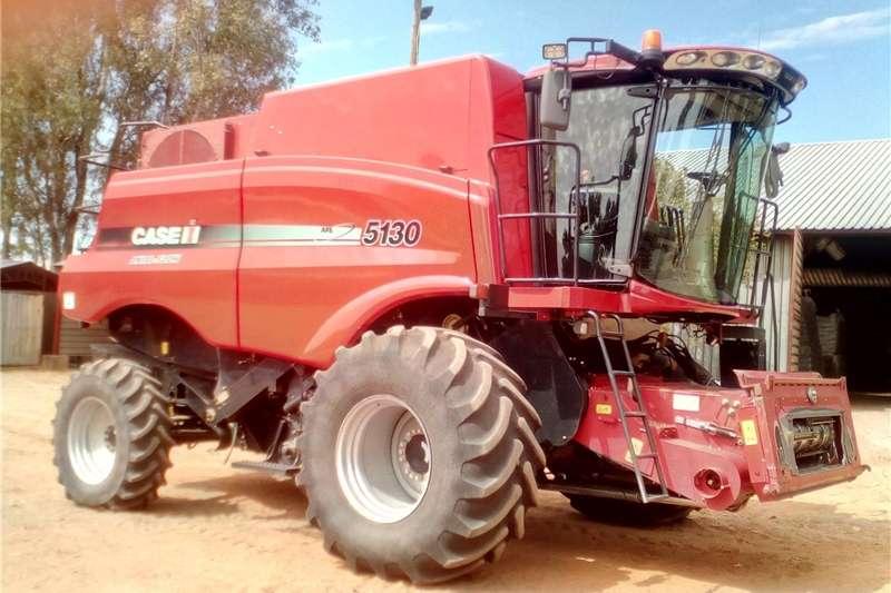 Combine Harvesters and Harvesting Equipment Grain Harvesters Case 5130 Harvester