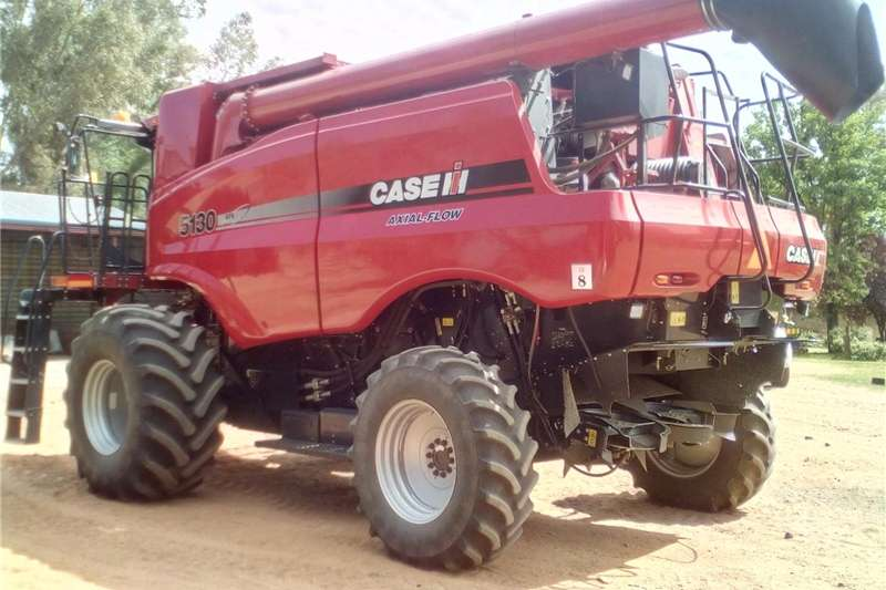 Grain harvesters Case 5130 Harvester Combine harvesters and harvesting equipment
