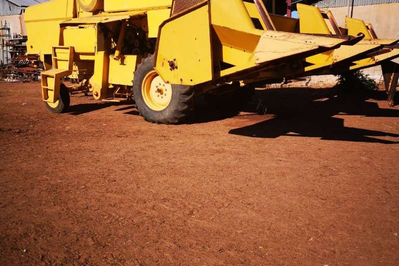 Grain harvesters Clayson 8060 Combine harvesters and harvesting equipment