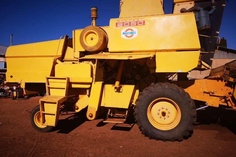 Combine Harvesters and Harvesting Equipment Grain Harvesters Clayson 8060