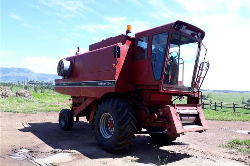 Combine Harvesters and Harvesting Equipment Grain Harvesters international 1420 combine harvester for sale