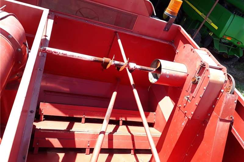 Grain harvesters international 1420 combine harvester for sale Combine harvesters and harvesting equipment