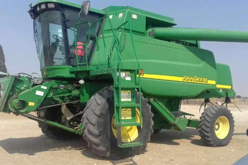 John Deere 9560 Walker Combine Combine harvesters and harvesting equipment