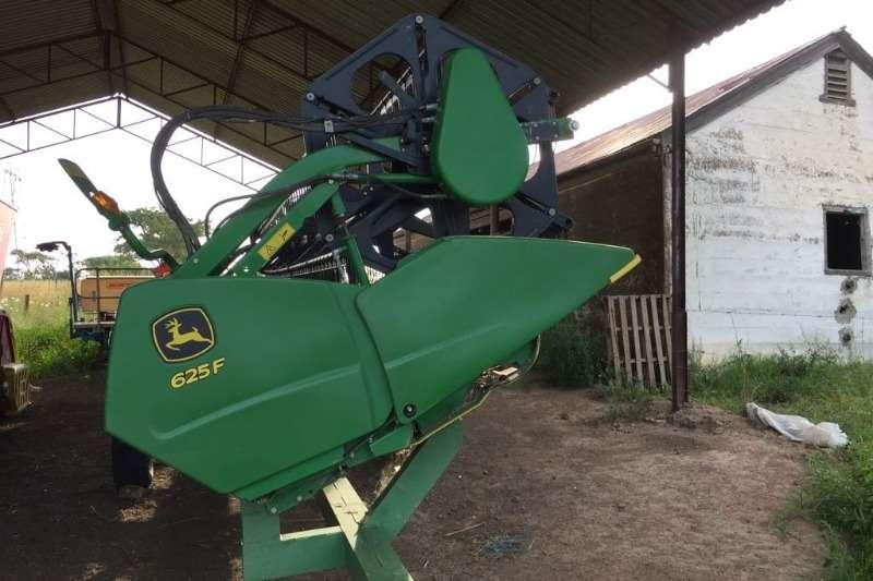 John Deere Grain harvesters JD S 660 + JD 625 F + Vence 4650 Combine harvesters and harvesting equipment
