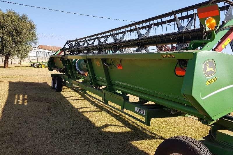 John Deere Grain harvesters John Deere 635F Combine harvesters and harvesting equipment