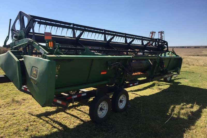 Combine Harvesters and Harvesting Equipment John Deere Maize Heads John Deere 625 F 0
