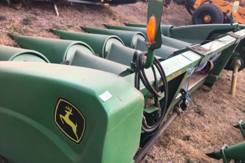 John Deere Maize heads John Deere 693 Mielie Tafel Combine harvesters and harvesting equipment