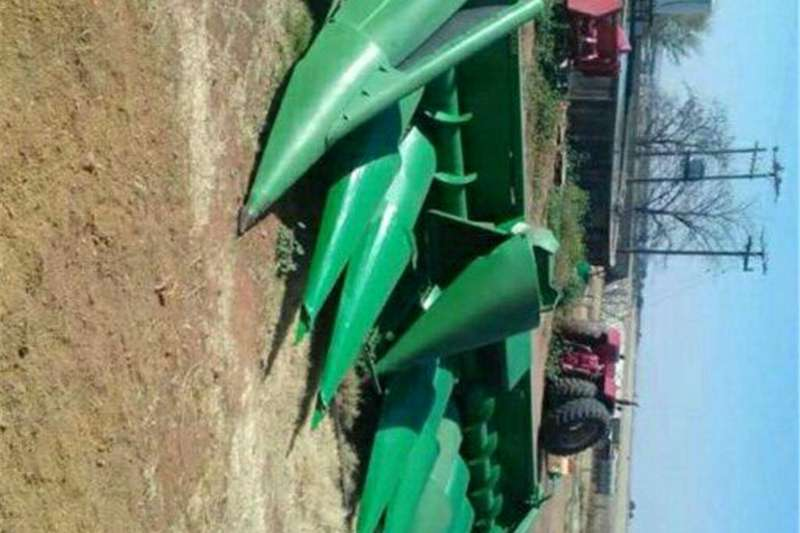 Maize heads 9 row mielie kop plukker tafel Combine harvesters and harvesting equipment