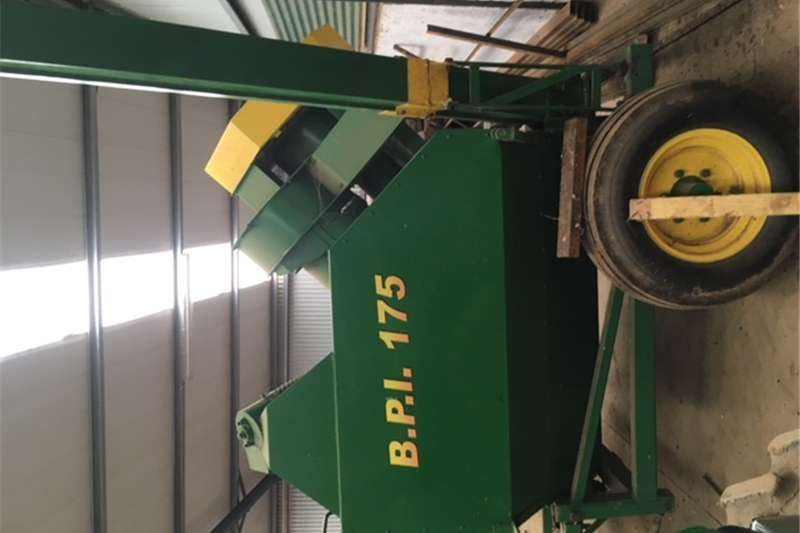 Maize heads Slatery Mealie Harvester In Excellent condition Fo Combine harvesters and harvesting equipment