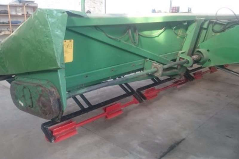 Myburgh Toerusting Tafel Rolmoer Combine harvesters and harvesting equipment