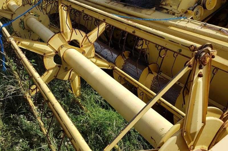 New Holland Clayson 8050 met 15 ft koring tafel en tafel karie Combine harvesters and harvesting equipment