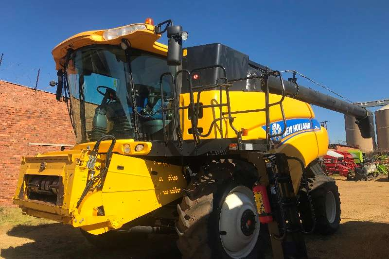 New Holland Grain harvesters CR 9080 Combine harvesters and harvesting equipment