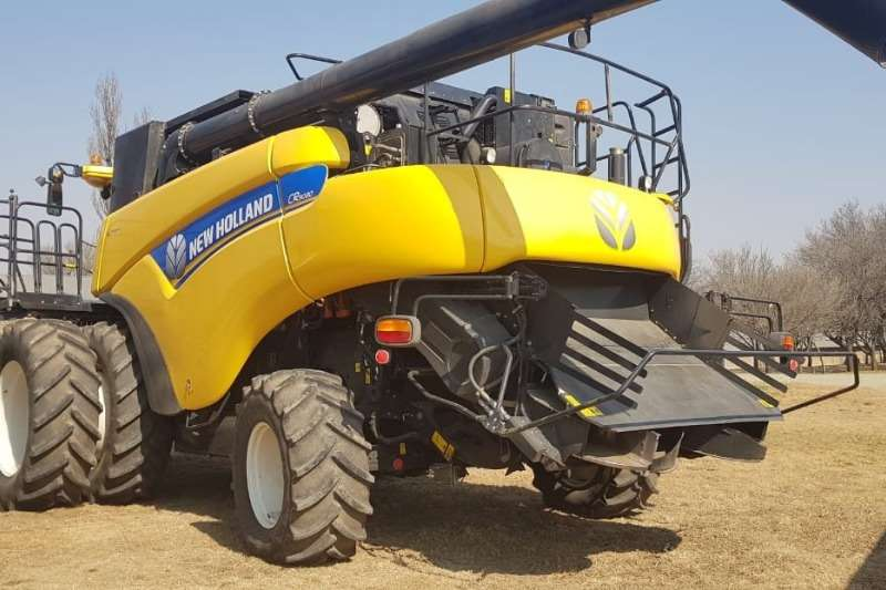 New Holland Grain harvesters New Holland CR9080's Combine harvesters and harvesting equipment