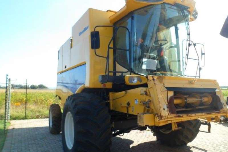 Combine Harvesters and Harvesting Equipment New Holland Grain Harvesters New Holland CS660 Combine Harvester 2011