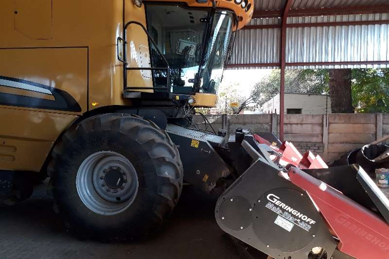 Combine Harvesters and Harvesting Equipment Other CHALLENGER 670B STROPER 2011