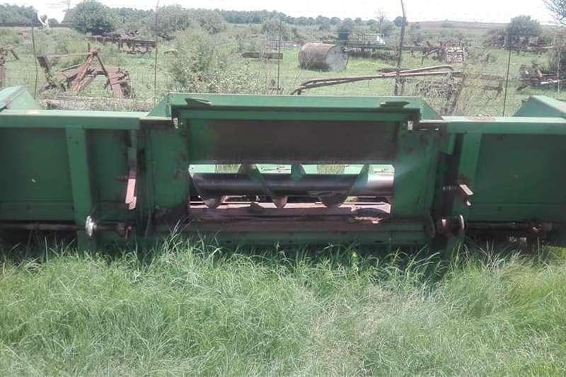 Other combine harvesters and harvesting equipment Claas 204 Mega Stroper + Mielie & Koringtafel Combine harvesters and harvesting equipment
