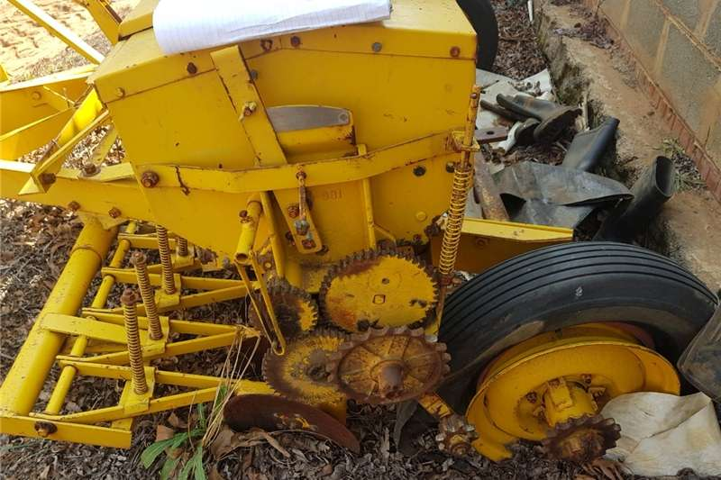 Other combine harvesters and harvesting equipment Fynsaad planter Combine harvesters and harvesting equipment