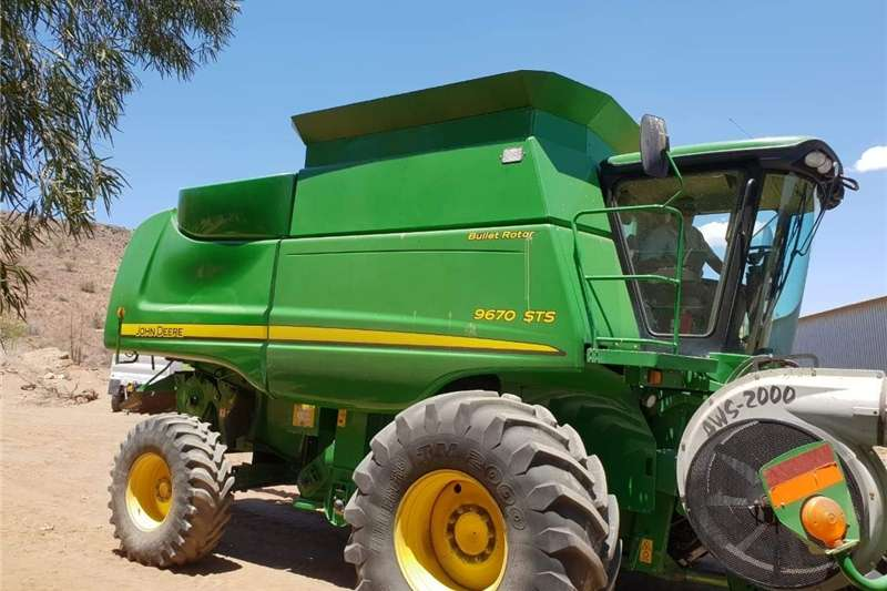 Combine Harvesters and Harvesting Equipment Other Combine Harvesters and Harvesting Equipment John Deere 9670 STS 2009